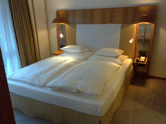 The Mandala Hotel : king bed