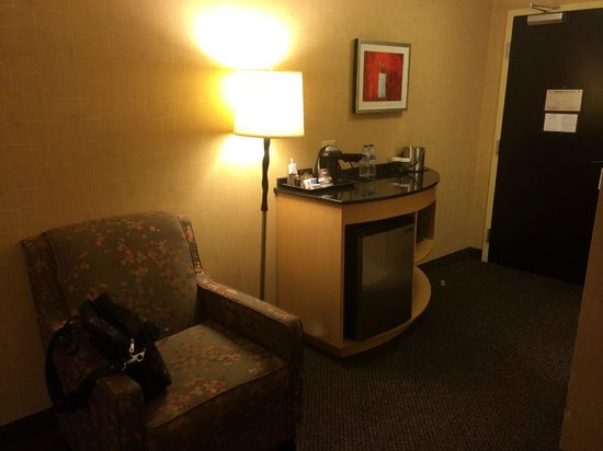 DoubleTree by Hilton Hotel Baton Rouge: Coffee Area