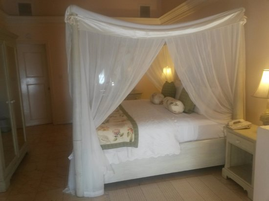 Rendezvous Resort : bedroom