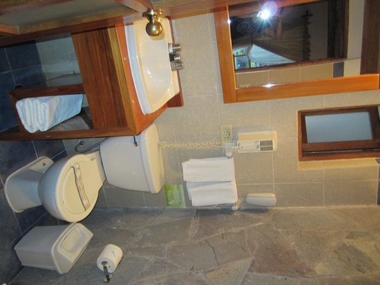 San Agustin Monasterio de la Recoleta Hotel : bathroom