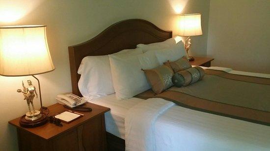 Away Kanchanaburi Dheva Mantra Resort & Spa: เตียงนอนดูดวิญญาณ