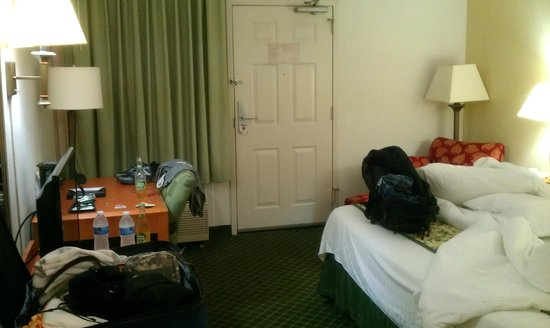 BEST WESTERN Bowling Green : Crappy room 107