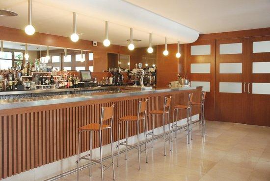 Los Robles: Cafetería