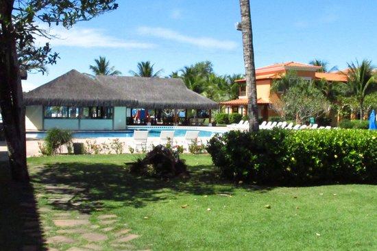 Costa Brasilis All Inclusive Resort & Spa : piscina com raia e quiosque de eventos