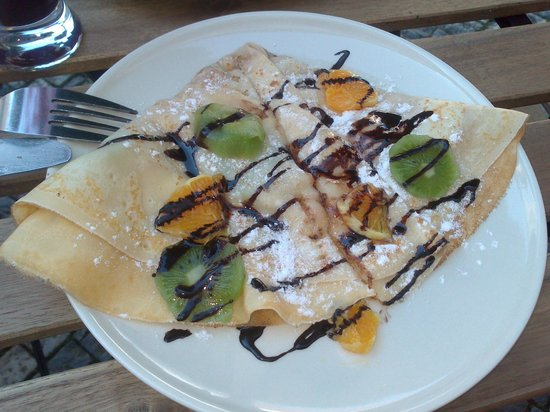 Cili Cafe: Pancake with fruits and coconut