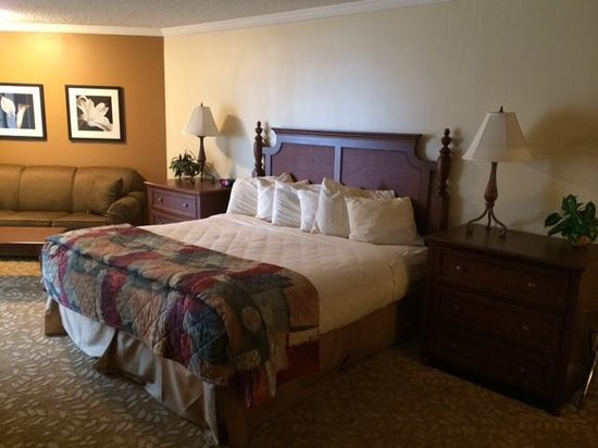 Weathervane Terrace Inn and Suites: Spacious Open Room