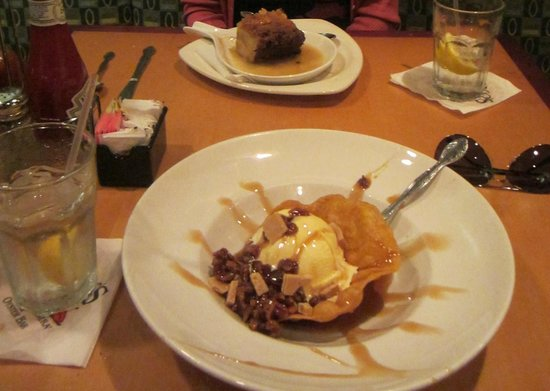 Drago's Seafood Restaurant: Spicy Praline Parfait and bread pudding