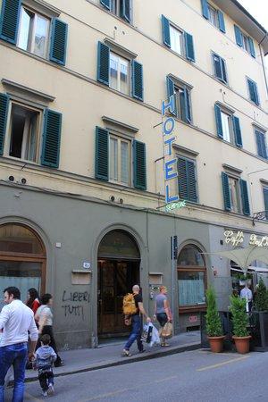 Hotel Sempione: 外観