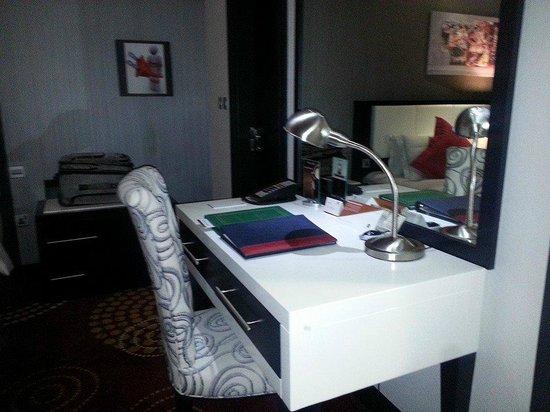 The Royal International Hotel: desk