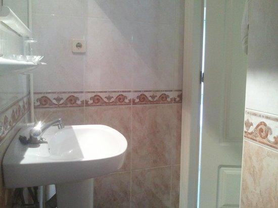 Hotel Universal Pacoche: entrata bagno