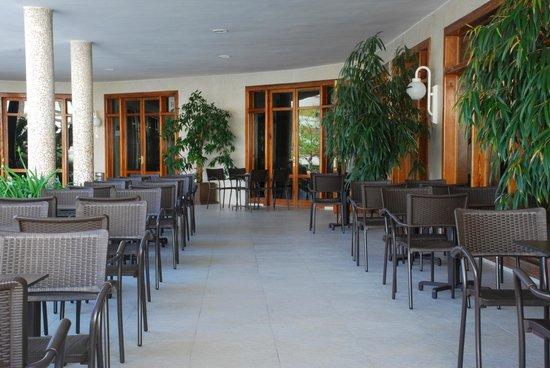 Hotel Los Robles : Mesas de la cafetería