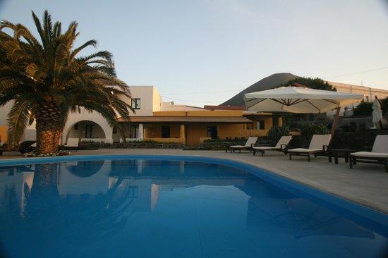 Hotel ravesi isola di salina italy sicily reviews for Salina sicily things to do