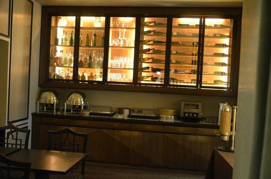 Aqua Palace Hotel: Wine bar e área do café da manhã