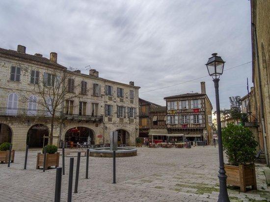 Cafe de France : la place de l'église
