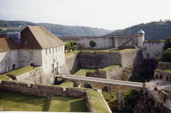 La Citadelle de Besançon : Citadelle vue de l'intérieur à l'entrée