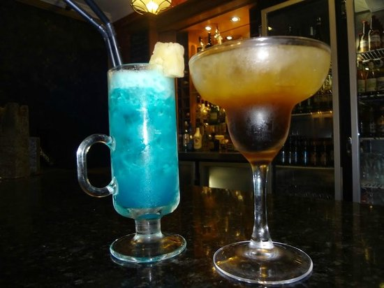 The Menzies Sydney: Awesome drinks at the bar made by Sami