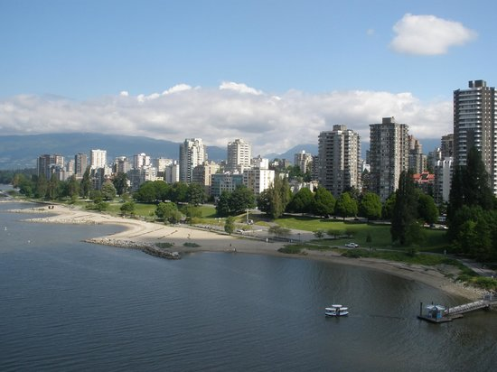Century Plaza Hotel & Spa: Taken from our walk across the Burrard Street Bridge