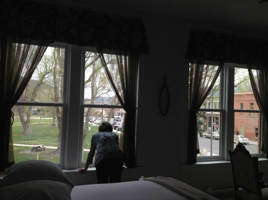 Palace Hotel: Room overlooking the park.
