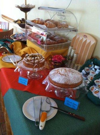 Hotel agli Ulivi: colazione con dolci fatti in casa