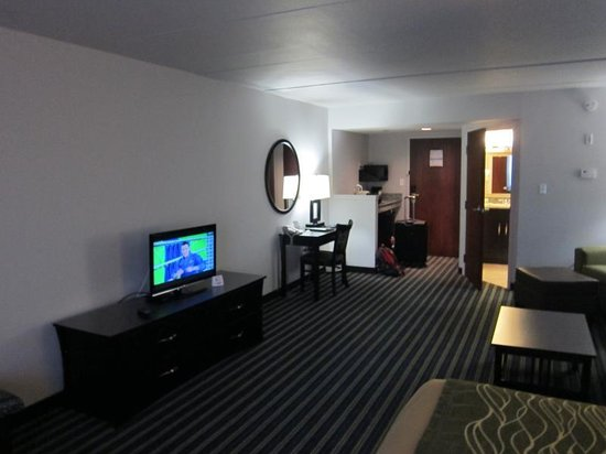 Comfort Inn & Suites: Not a large flat screen