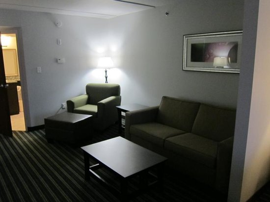 Comfort Inn & Suites: Good seating area