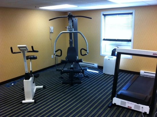 Comfort Inn & Suites: Everything works in this gym