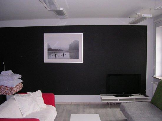 LeoApart : The living room from the Fridge side