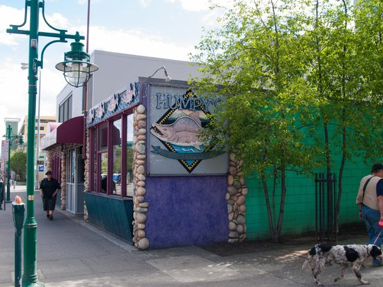 Humpy's Great Alaskan Alehouse: Not much to look at inside or out, but still worth the visit