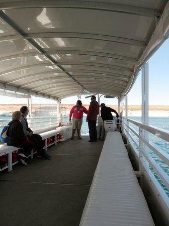 Antelope Point Marina Village : Tour boat and crew
