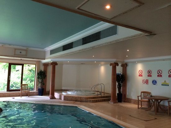 St. Mellons Hotel : Dampness on ceiling! In spa