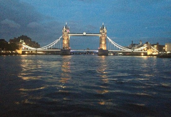 """Bateaux London : Tower bridge from table 111 of the """"Symphony"""""""