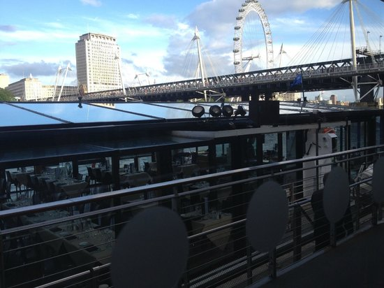 """Bateaux London : the """"Symphony"""" from the pier"""