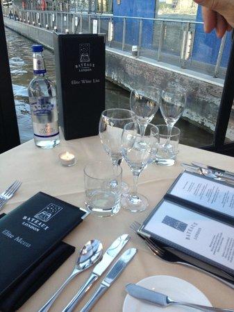 Bateaux London: table 111.....let the evening begin......