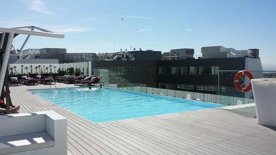EPIC SANA Lisboa Hotel: Piscina sul tetto