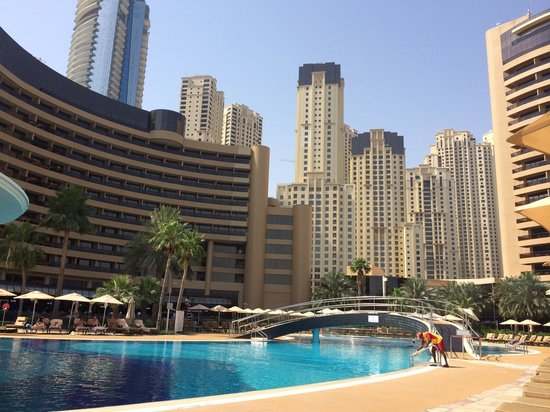 Le Royal Meridien Beach Resort & Spa: View of hotel from first pool