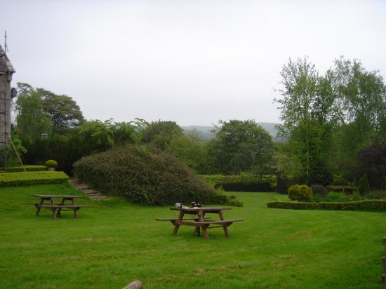 Hundalee House Bed and Breakfast: The garden