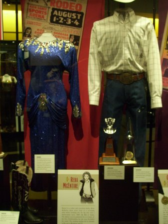 Country Music Hall of Fame and Museum: reba's outfit