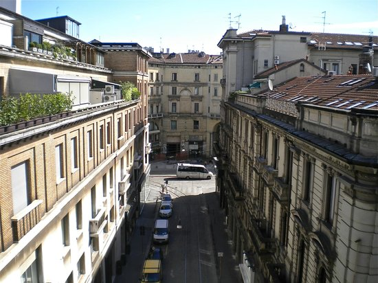 Hotel Spadari al Duomo: View of sidestreet off Via Spadari