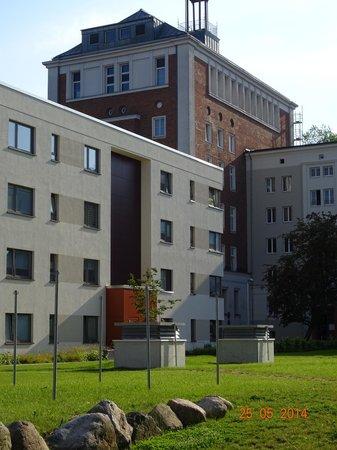 arcona Hotel Baltic: Blick zum Hotel, Zimmer in der seitlichen oberen Reihe