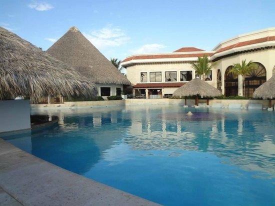 Paradisus Palma Real Golf & Spa Resort : Pool with Swim Up Bar
