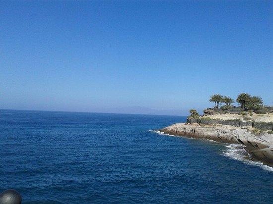 Fanabe Costa Sur Hotel: Stroll around beach in Adeje. .......bliss