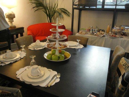 Il Giardino di Ballaro: a table in the dining room