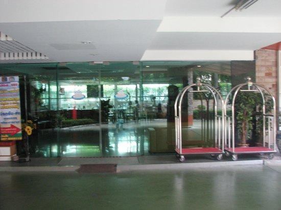 SPB Paradise: reception area