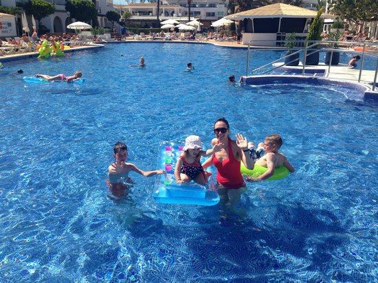 Hotel Club Bahamas Ibiza: Having some family fun