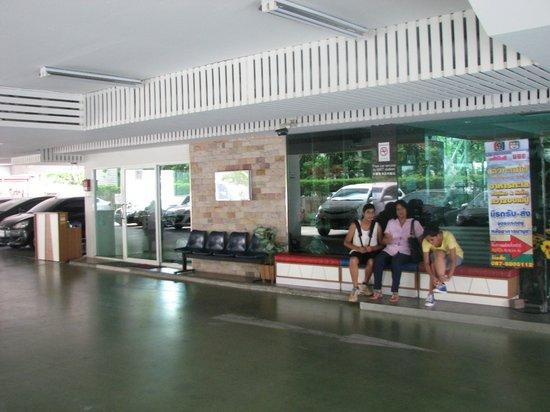 SPB Paradise: Hotel entrance