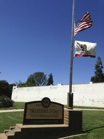 Sutter's Fort State Historic Park: Sutter Fort Flags