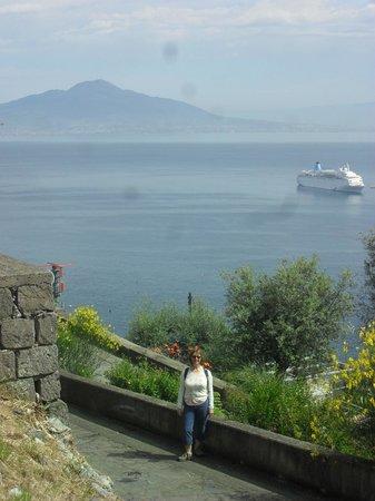 Villa Giovanna: Walk down from Villa to Sorrento town
