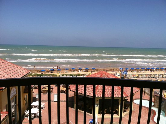 La Quinta Inn & Suites South Padre Island: Pool is directly below the balcony