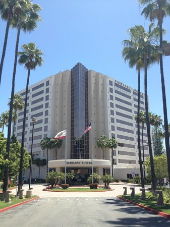 Embassy Suites by Hilton San Diego - La Jolla : Front of hotel
