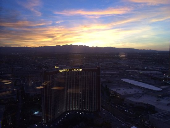 The Palazzo Resort Hotel Casino: Sunset view from the room